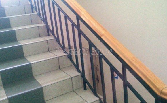 Ремонт лестницы в офисе